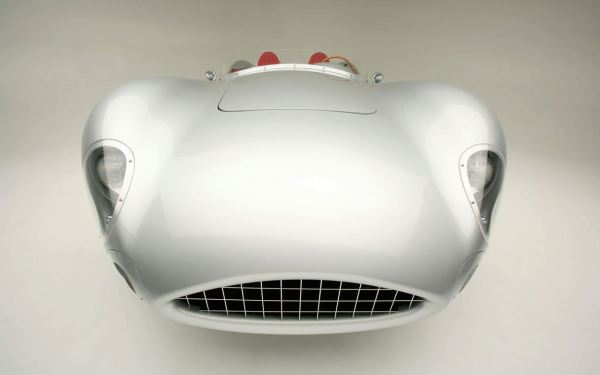 1957-aston-martin-dbr2-with-modern-technology-3