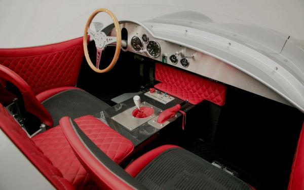 1957-aston-martin-dbr2-with-modern-technology-4